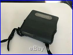 SONY DISCMAN D-T10 PORTABLE FM/AM CD PLAYER+ Battery Pack BP-100+ Tasche