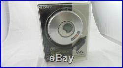 Sony D-NE320 CD Walkman ATRAC 3 Plus Portable CD/MP3 Player Silver