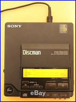 Sony Discman D-Z555 Portable CD Player Working with AC Adapter and Carrying Case